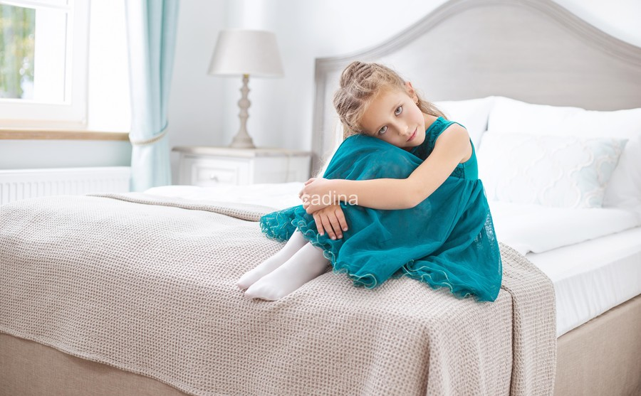 stockfresh_6559378_sad-young-girl-sitting-in-bedroom_sizeXL_84e148