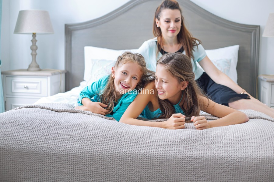 stockfresh_6559380_happy-family-posing-in-bedroom_sizeXL_7c4d36