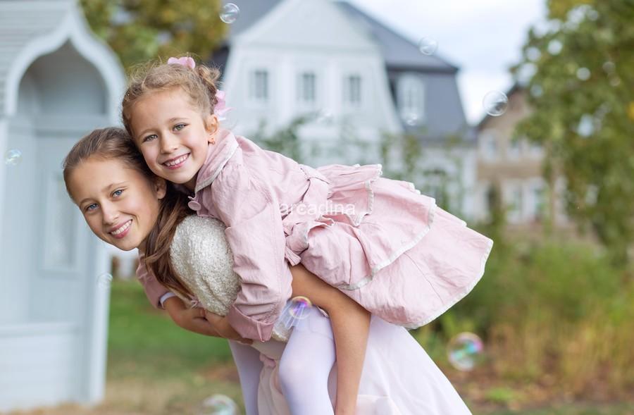stockfresh_6559351_two-cute-sisters-enjoying-the-autumn-garden_sizeXL_aa2c46